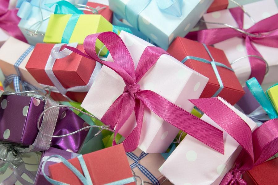 Sinterklaasgeschenken en kerstcadeaus met veel gedoe en geregel
